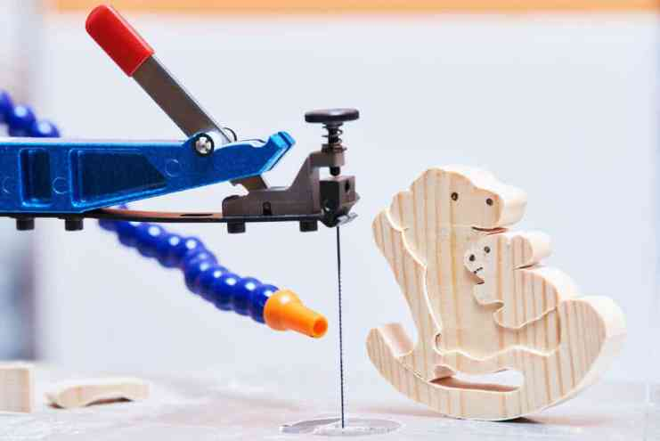 A Scroll Saw with blade
