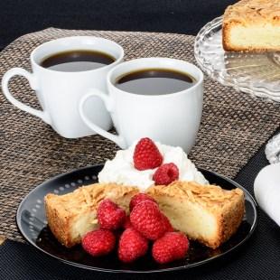 too-pretty-to-eat-almond-cake-8