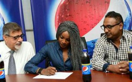 seyi-shay-dream-comes-true-as-she-signs-multi-million-naira-endorsement-deal-with-pepsi