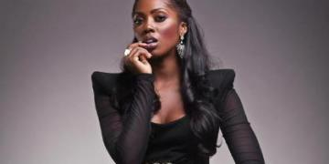 Tiwa Savage & Fan Drag Each Other To The Mud On Social Media « tooXclusive