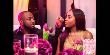 Watch Moment Davido Pressed Chioma's Breast Intensely In Front Of Passengers On A Plane « tooXclusive