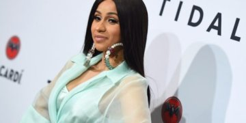 Ghanaians Throw Bottles On Stage To Prevent Cardi B From Being Introduced || Watch Video « tooXclusive