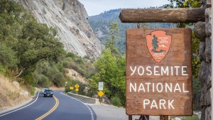 yosemite-national-park-sign-istock-1.jpg