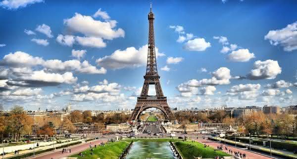 Torre Eiffel França entre os países mais endividados do mundo