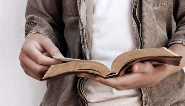 primeira traducao da biblia