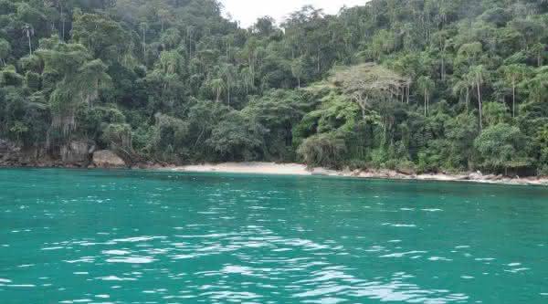 juruba uma das melhores praias de nudismo
