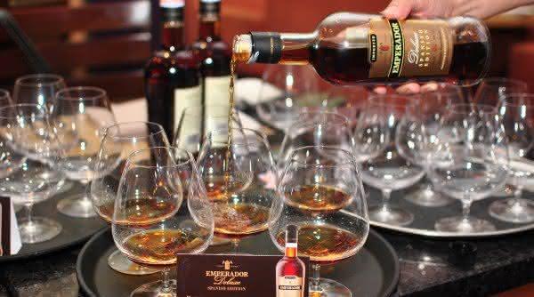 emperador spirit uma das bebidas destiladas mais consumidas no mundo