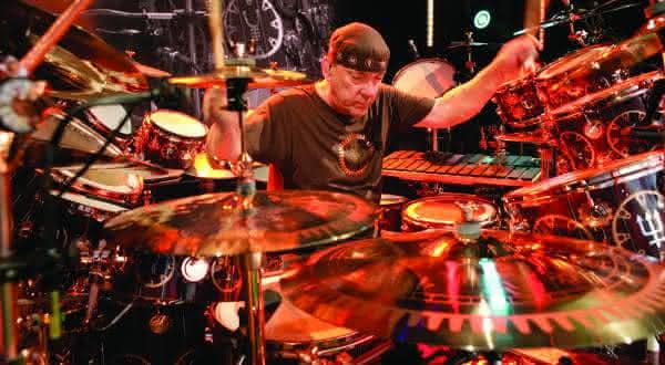 Neal Peart entre os melhores bateristas de todos os tempos