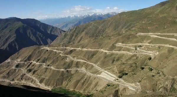 Sichuan-Tibet  uma das estradas mais perigosas do mundo