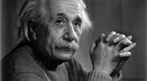 Albert Einstein entre os melhores cientistas de todos os tempos