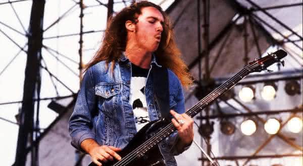 Cliff Burton entre os melhores baixistas de todos os tempos