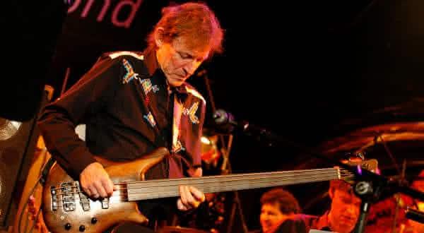 Jack Bruce entre os melhores baixistas de todos os tempos