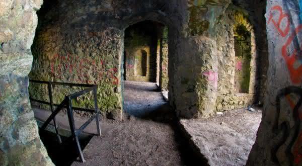Hell Fire Club on Montpelier Hilll 3 entre os lugares mais assombrados ao redor do mundo