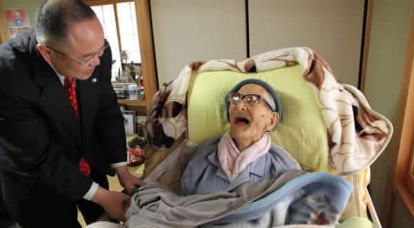 Jiroemon Kimura entre pessoas mais velhas da historia