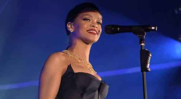 Rihanna entre as cantoras mais bem pagas do mundo