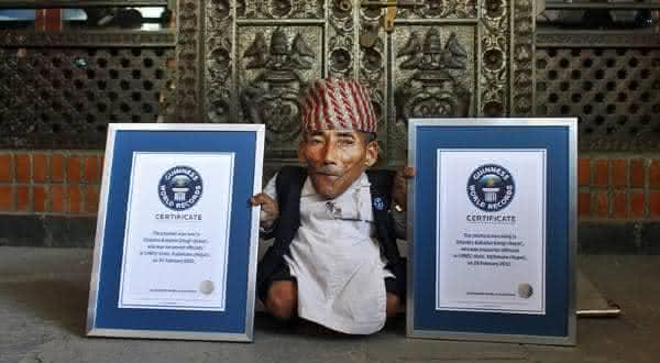 Chandra Bahadur Dangi entre as menores pessoas do mundo