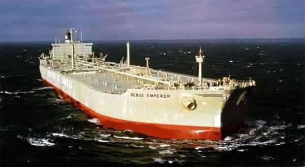 berge emperor entre os maiores navios ja construidos
