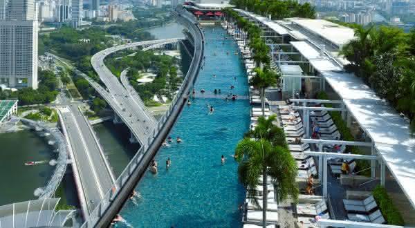 piscina de borda infinita marina bay