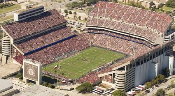 Kyle Field entre os maiores estadios do mundo