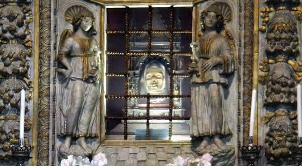 Cabeca de Santa Catarina de Siena entre as relíquias mais misteriosas do mundo