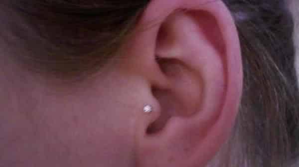Piercing Tragus entre os tipos diferentes de perfuracao da orelha