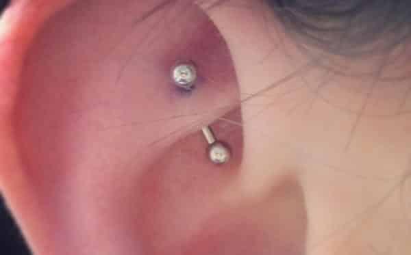 Rook piercing entre os tipos diferentes de perfuracao da orelha