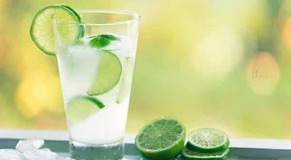 acne entre as razoes para beber mais agua