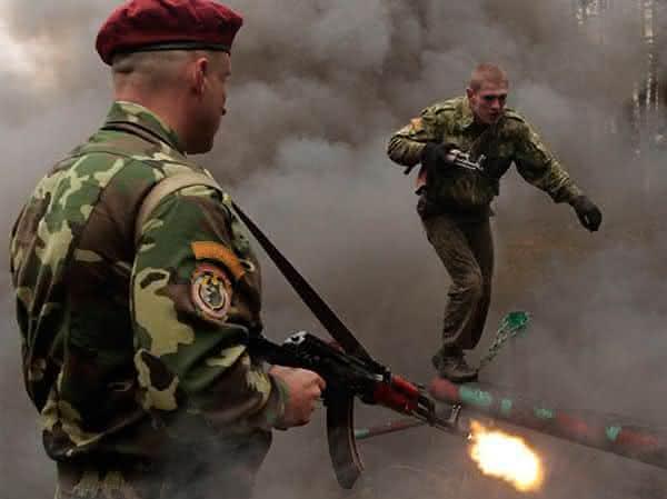 boinas vermelhas entre os exercicios militares extremos