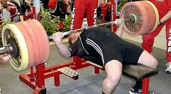 Andy Bolton entre os homens mais fortes do mundo