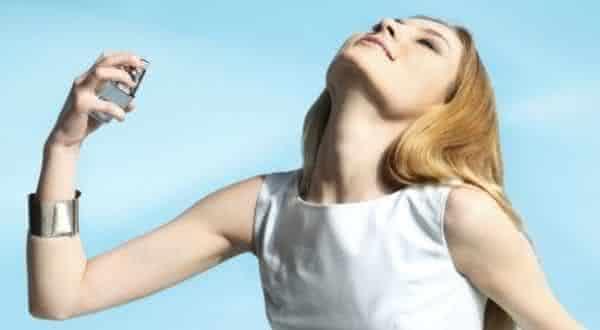 perfume-exagerado-entre erros comuns ao usar perfumes