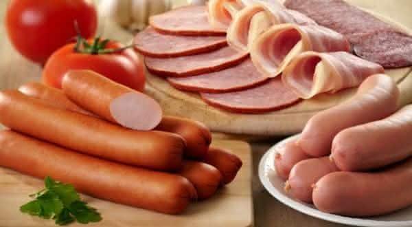 carne processada  entre os alimentos que você não vai acreditar que causam cancêr