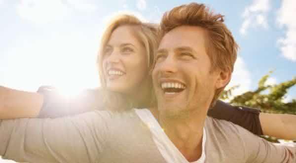 feliz entre as qualidades que toda mulher deseja em um homem