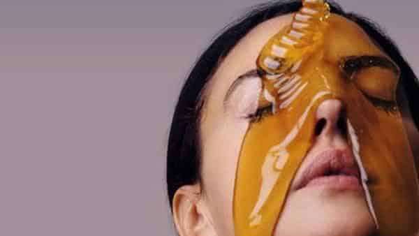 mel entre os remedios caseiros para reduzir cicatrizes