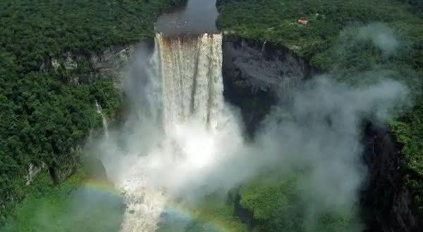Cataratas de Kaieteur entre as cachoeiras mais bonitas do mundo