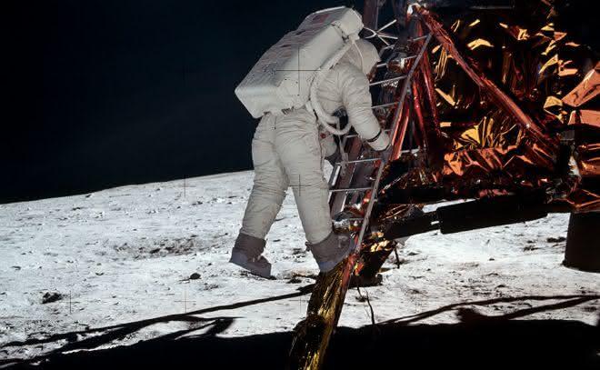 moonwalk entre as razoes pelas quais a chegada do homem a lua e falsa