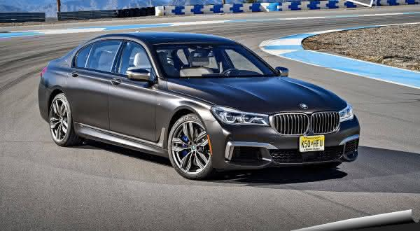 BMW M760Li xDrive entre os sedan 4 portas mais rapidos do mercado