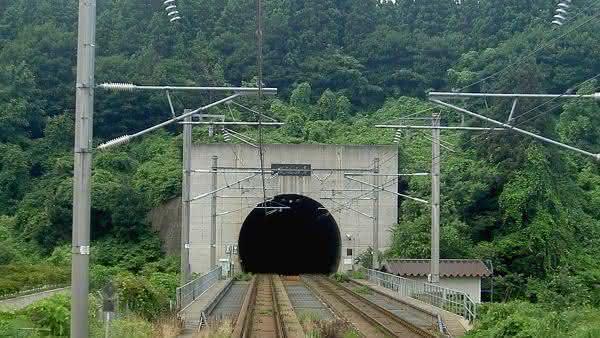 Seikan entre os tuneis ferroviarios mais longos do mundo