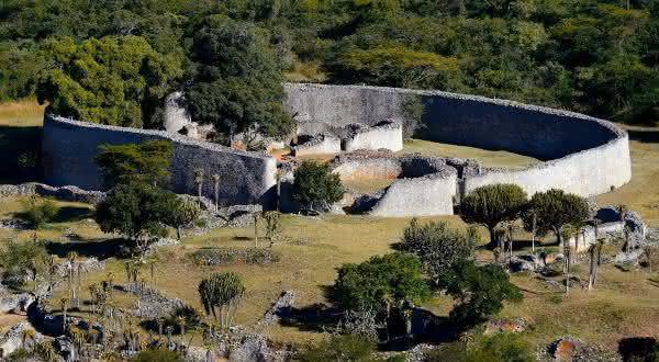 Grande Zimbabwe entre os muros mais famosos do mundo