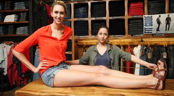 Lauren Williams entre as mulheres com as pernas mais longas do mundo