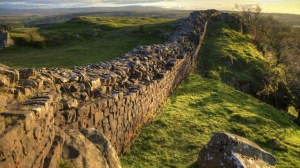 Muralha de Adriano entre os muros mais famosos do mundo