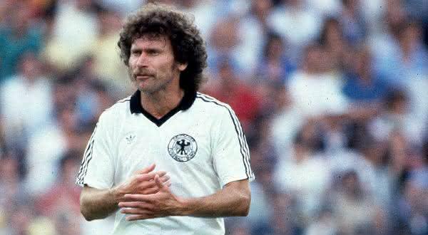 Paul Breitner entre os maiores meio-campistas da historia do futebol