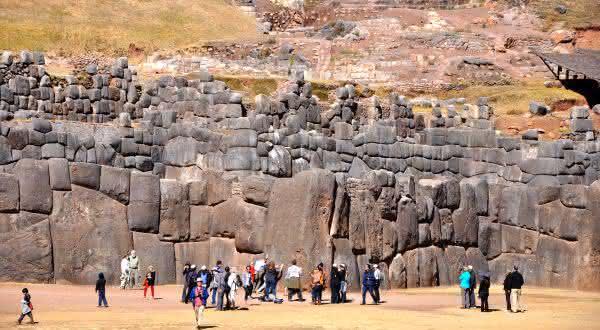 Sacsayhuaman entre os muros mais famosos do mundo