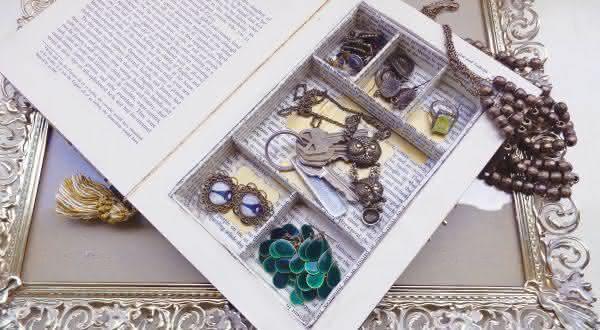 livro falso entre os lugares seguros para esconder objetos de valor em sua casa