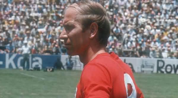Bobby Charlton entre os maiores meia-atacantes da historia do futebol