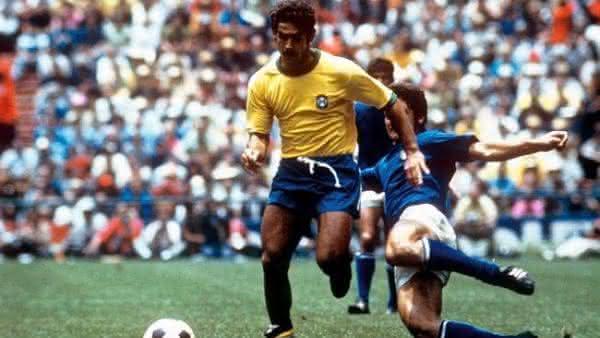 Rivelino entre os melhores jogadores brasileiros de todos os tempos