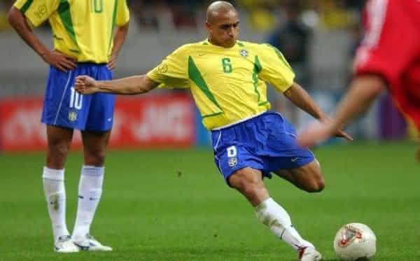 Roberto Carlos entre os melhores jogadores brasileiros de todos os tempos