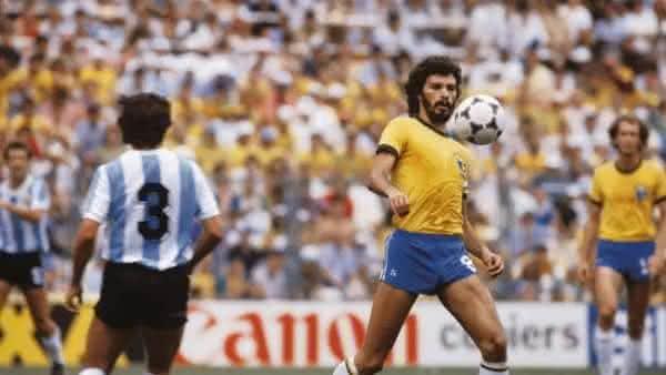 Socrates entre os melhores jogadores brasileiros de todos os tempos