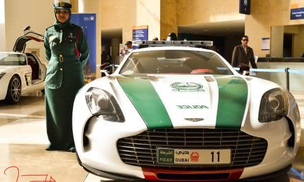 Aston Martin One-77 entre os carros de policia mais caros do mundo