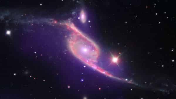 NGC 6872 entre as maiores galaxias do universo