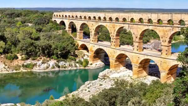 Ponte do Gard entre as atracoes turisticas mais populares na Franca